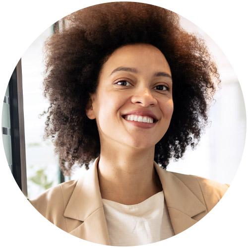 Mulher representando o perfil de grandes empresas